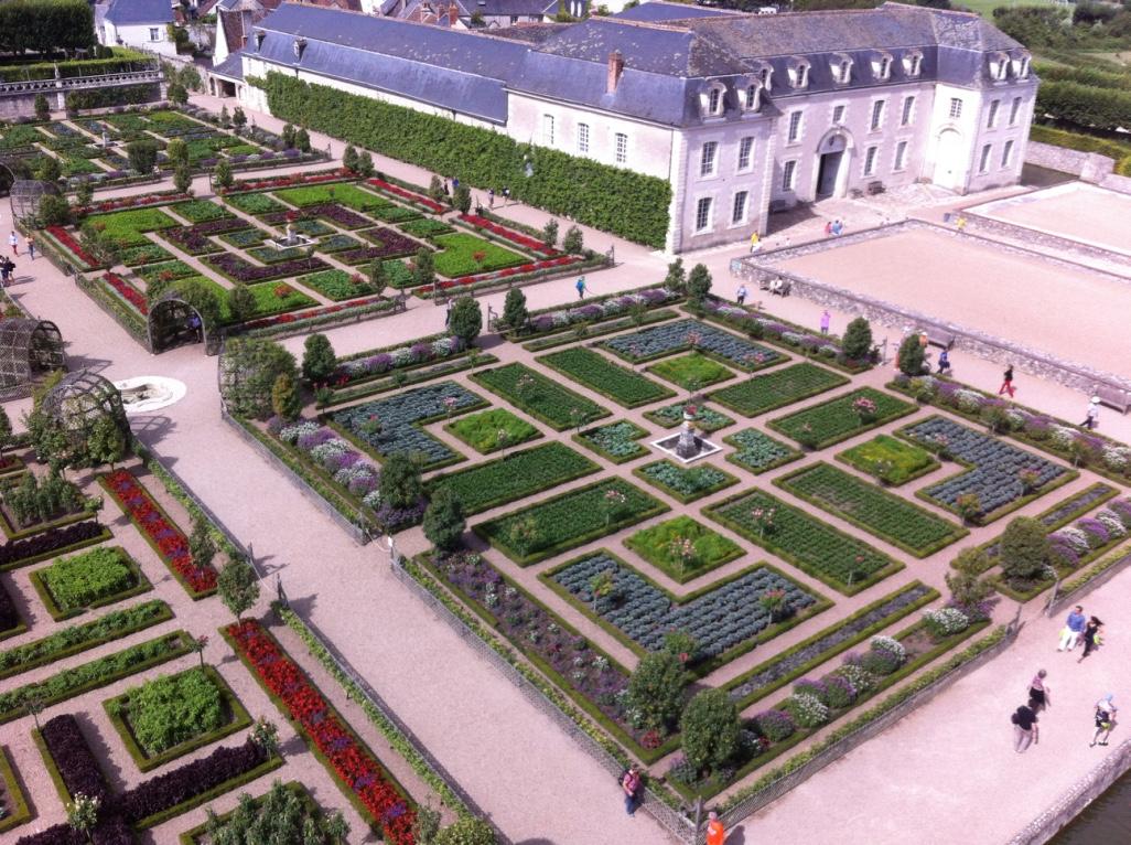 Potager et maison des propriétaires du château
